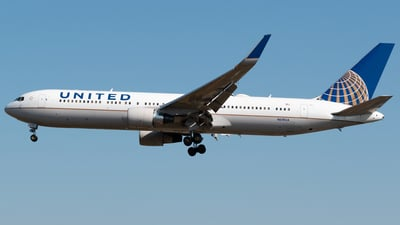 N670UA - Boeing 767-322(ER) - United Airlines