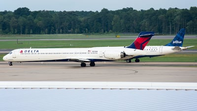 N931DN - McDonnell Douglas MD-90-30 - Delta Air Lines