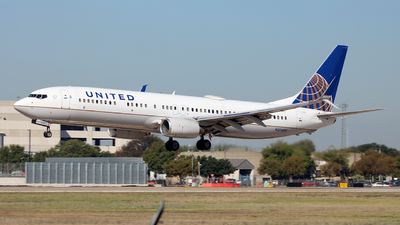 N37409 - Boeing 737-924 - United Airlines