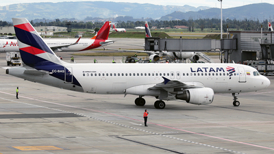 CC-BAS - Airbus A320-214 - LATAM Airlines
