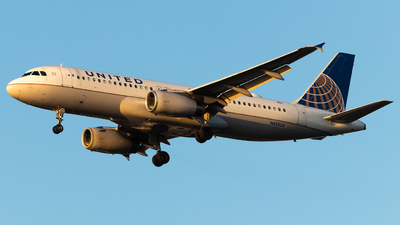 N458UA - Airbus A320-232 - United Airlines