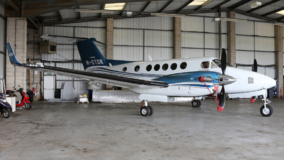 M-OTOR - Beechcraft 250 King Air - Private