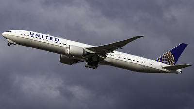 N2748U - Boeing 777-322ER - United Airlines