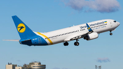 UR-PST - Boeing 737-8AS - Ukraine International Airlines