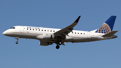 N124SY - Embraer 170-200LR - United Express (SkyWest Airlines)