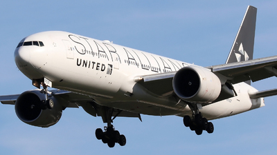 N76021 - Boeing 777-224(ER) - United Airlines