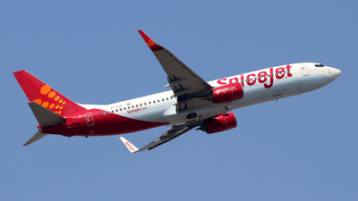 VT-SYN - Boeing 737-85R - SpiceJet