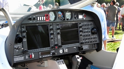 SE-LYO - Diamond DA-40D Diamond Star TDI - Private