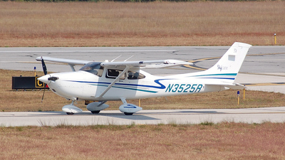 A picture of N3525R - Cessna 182T Skylane - [18280977] - © Nick Michaud