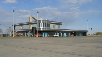CYQL - Airport - Terminal