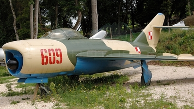 609 - Mikoyan-Gurevich MiG-17 Fresco - Poland - Air Force