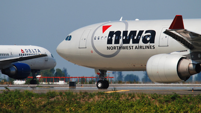 N812NW - Airbus A330-323 - Northwest Airlines