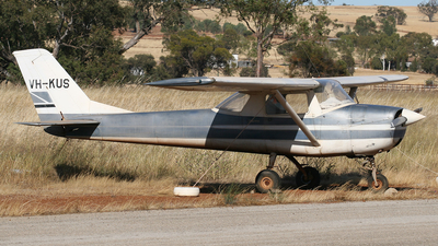 VH-KUS - Cessna 150G - Private