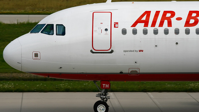 D-ALTH - Airbus A320-214 - Air Berlin (LTU)