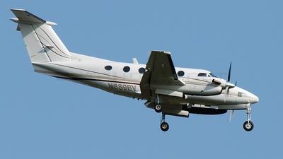 A picture of N689BV - Beech 200 Super King Air - [BB338] - © Art Brett