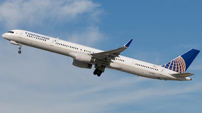 N77865 - Boeing 757-33N - Continental Airlines