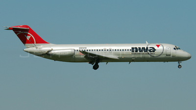 N915RW - McDonnell Douglas DC-9-31 - Northwest Airlines