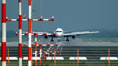EDDL - Airport - Runway