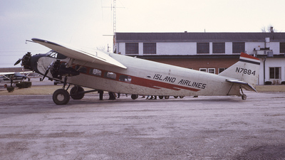 N7684 - Ford Tri-Motor - Island Airlines