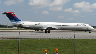 N914DL - McDonnell Douglas MD-88 - Delta Air Lines