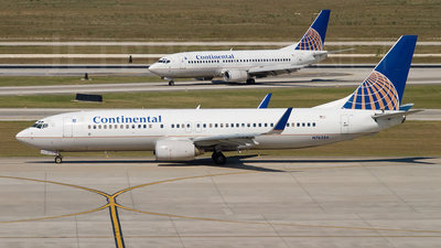 N76254 - Boeing 737-824 - Continental Airlines
