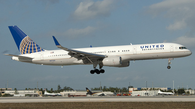 N17133 - Boeing 757-224 - United Airlines (Continental Airlines)