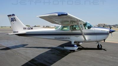 A picture of VHDZW - Cessna 172N Skyhawk - [17270801] - © DaveWilson
