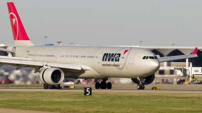 N817NW - Airbus A330-323 - Northwest Airlines