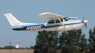 A picture of N1698R - Cessna R182 Skylane RG - [R18200521] - © Paul Chandler