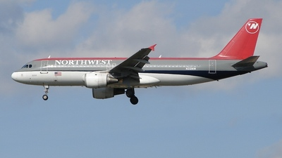 N331NW - Airbus A320-211 - Northwest Airlines