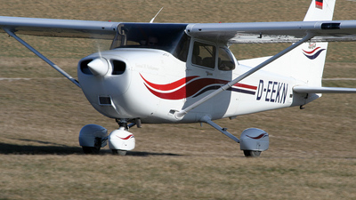 D-EEKN - Cessna 172S Skyhawk SP - Private