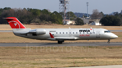 N8932C - Bombardier CRJ-440 - Northwest Airlink (Pinnacle Airlines)