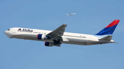 N1402A - Boeing 767-332 - Delta Air Lines