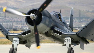 N83782 - Chance Vought F4U-1 Corsair - Private