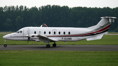 F-GUME - Beech 1900D - Private