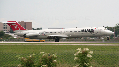 N762NC - McDonnell Douglas DC-9-51 - Northwest Airlines