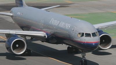 N577UA - Boeing 757-222 - United Airlines