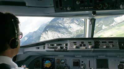 OE-LFH - Fokker 70 - Austrian Arrows