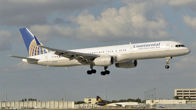 N17133 - Boeing 757-224 - Continental Airlines