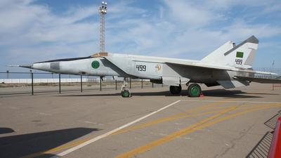 499 - Mikoyan-Gurevich MiG-25 Foxbat - Libya - Air Force