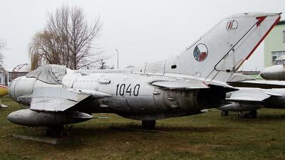 1040 - Mikoyan-Gurevich MiG-19PM Farmer - Czechoslovakia - Air Force