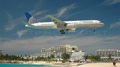 N17104 - Boeing 757-224 - Continental Airlines