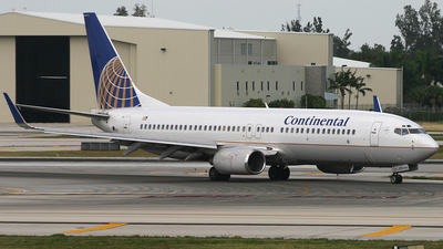 N73270 - Boeing 737-824 - Continental Airlines