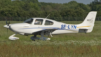 A picture of SELYN - Cirrus SR20 - [1523] - © Peter Bakema
