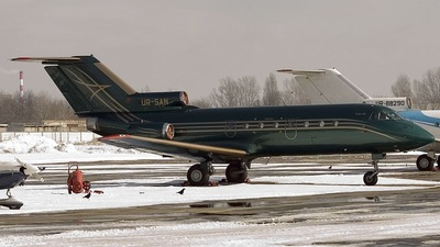 UR-SAN - Yakovlev Yak-40 - Aerostar