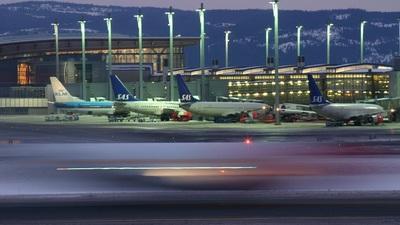 LN-RCY - Boeing 737-883 - Scandinavian Airlines (SAS)