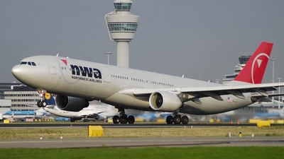 N805NW - Airbus A330-323 - Northwest Airlines