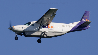 A picture of N747FX - Cessna 208B Super Cargomaster - FedEx - © Andrew Thompson
