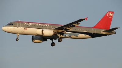 N311US - Airbus A320-211 - Northwest Airlines
