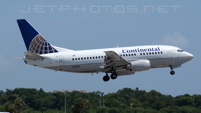 N18611 - Boeing 737-524 - Continental Airlines